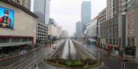 Une rue de Wuhan, peu après l'annonce du gouvernement d'interdire à la circulation le centre-ville aux véhicules ordinaires. La ville placée en quarantaine est considérée comme l'épicentre de l'épidémie. STRINGER / REUTERS