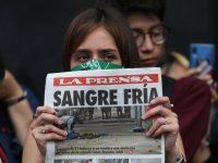 Una joven durante la protesta contra los feminicidios y la forma en que los medios les dan cobertura, el 14 de febrero de 2020, en Ciudad de México. (SASHENKA GUTIERREZ/EPA-EFE/Shutterstock)