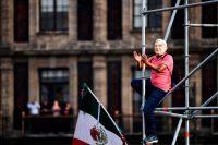 Un seguidor del presidente de México, Andres Manuel López Obrador, usa su máscara en una celebración del primer año de su gobierno.Credit...Ronaldo Schemidt/Agence France-Presse — Getty Images