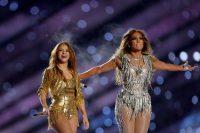 Shakira y J.Lo durante el espectáculo del Super Bowl de 2020 en Miami, Florida