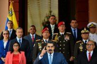 Nicolas Maduro, al centro, da un discurso en el Palacio de Miraflores en Caracas, Venezuela, a inicios de marzo. Credit Matias Delacroix/Associated Press