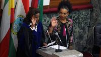 Ethiopian election authority head Birtukan Mideksa (R) swears in during the handover ceremony at the Parliament in Addis Ababa, Ethiopia on 22 November 2018. Anadolu Agency/Minasse Wondimu Hailu via AFP