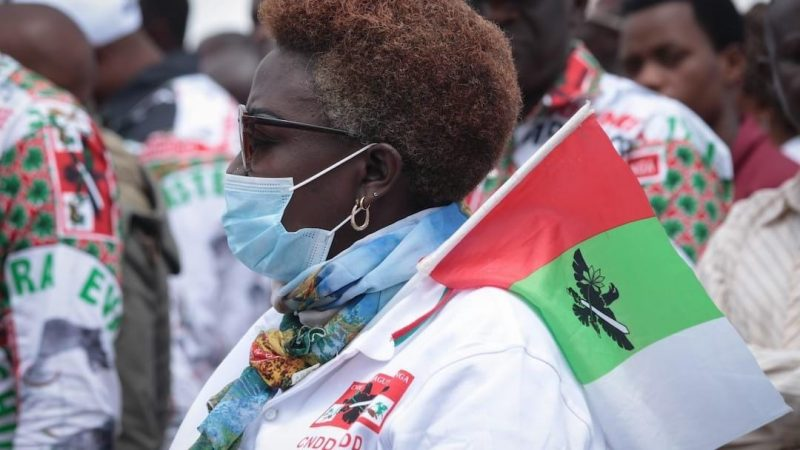 A supporter of the ruling party the National Council for the Defense of Democracy - Forces for the Defense of Democracy (CNDD-FDD) attends the opening of the campaign in Gitega, central Burundi, on 27 April 2020. Tchandrou Nitanga / AFP