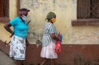 Dos mujeres con mascarilla caminan por una calle de Quibdó, en el departamento de Chocó, en Colombia, a inicios de este mes. Credit Jeison Riascos-Murcy/EPA vía Shutterstock