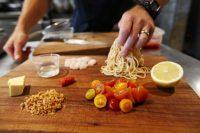 La mesa de cocina del restaurante Amano en Auckland, Nueva Zelanda. (Fiona Goodall/Getty Images)