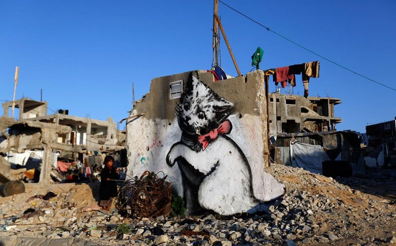 A painting by the artist Banksy, in 2015 in Gaza. Divorce between Israel and the International Criminal Court was consumed in Rome in 1998, when Tel Aviv refused to sign and ratify the Statute, following its recognition of the transfer of the civilian population as a war crime. © Mohammed Abed / AFP