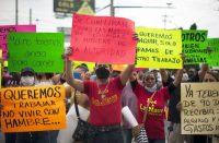 Empleados de bares y casinos protestan en Monterrey, Nuevo León, para exigir empleos y que se abran de nuevo sus fuentes de trabajo, el 2 de junio de 2020. (Julio Cesar AGUILAR / AFP )