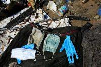 Des déchets liés pour certains à l'épidémie de Covid, récupérés sur la digue de Juan-les-Pins (Alpes-Maritimes). Photo Laurent Carré