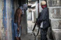 Des membres de gang font le guet dans le quartier de La Saline, le 31 mai 2019. Photo Dieu Nalio Chery.AP