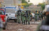 Integrantes de la Guardia Nacional patrullan cerca de un centro de rehabilitación de drogas en Irapuato después de que un hombre armado mató a 26 personas. Credit Mario Armas/Associated Press