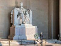 El presidente de México ante el monumento de Abraham Lincoln. Credit Presidencia de México/Vía Reuters