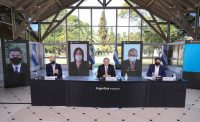 Alberto Fernández, presidente de Argentina (al centro), dio una conferencia el 17 de julio con Horacio Rodriguez Larreta, jefe de gobierno de la Ciudad de Buenos Aires (a la izquierda), y Axel Kicillof, gobernador de la provincia de Buenos Aires (a la derecha). Credit Presidencia de Argentina/EPA vía Shutterstock