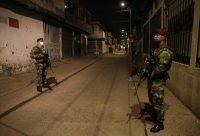 Soldados patrullan las calles del Distrito Aguablanca en Cali, Colombia, en mayo. Credit Ernesto Guzmán Jr./EPA vía Shutterstock