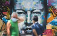 Un mural en Caracas con el rostro de Hugo Chávez en julio de este año. Credit Matias Delacroix/Associated Press
