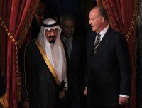 El rey Juan Carlos I de España, a la derecha, conversa con el rey Abdullah de Arabia Saudí en 2008. Credit Pierre-Philippe Marcou/Agence France-Presse — Getty Images