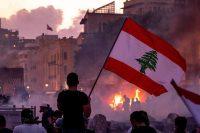 Manifestants et ambiance lors du rassemblement sous le signe « Dressons les Potences » sur la place des Martyrs, à Beyrouth, Liban, le 8 aout 2020, quatre jours après l'explosion survenue sur le port de la ville, à quelques centaines de mètres. Photo by Ammar Abd Rabbo PRODLIBE 2020-1134