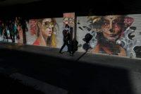 Una mujer camina por una calle del centro de Ciudad de México en septiembre de este año. Credit Rebecca Blackwell/Associated Press