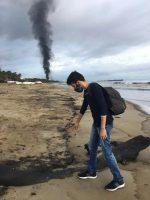 La playa El Palito en Puerto Cabello, Venezuela, estaba contaminada por un derrame de petróleo a principios de este verano. Credit Samuel Cabrera/EPA vía Shutterstock