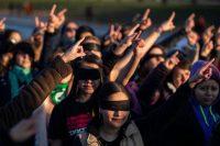 Un grupo de mujeres protestan contra la violencia de género y la cultura de abuso y acoso sexual en Washington, en diciembre de 2019. Credit Erik S Lesser/EPA vía Shutterstock