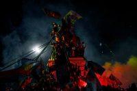 Manifestantes que apoyan la reforma de la Constitución chilena celebran mientras esperan los resultados oficiales del plebiscito en Plaza Baquedano en Santiago, el 25 de octubre de 2020. (Martín Bernetti/AFP vía Getty Images) (Martin Bernetti/AFP/Getty Images)