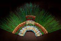 El penacho de Moctezuma se encuentra en el Museo de Etnología de Viena. Credit Joe Klamar/Agence France-Presse — Getty Images