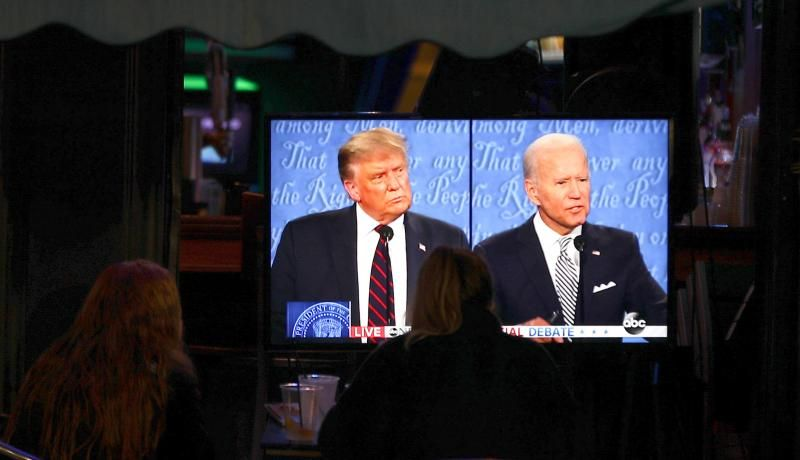 People watch the first presidential debate between US President Donald Trump and Former US Vice President Joe Biden on 29 September 2020 in Hoboken, New Jersey. Photo: Getty Images.