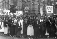 Obreras Textiles en una Manifestación Antifascista en México.ACERVO HISTÓRICO DIPLOMÁTICO