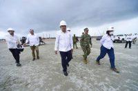 El presidente de México, Andrés Manuel López Obrador, visita la construcción de la refinería Dos Bocas en el estado de Tabasco, en junio de este año. Credit Presidencia de México/Reuters