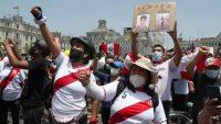 Concentración en la Plaza San Martín en Lima, Perú, para celebrar la renuncia de Manuel Merino.Martin Mejia / AP
