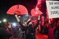 Movilización contra la reforma de la ley del aborto, el pasado miércoles en Varsovia.RADEK PIETRUSZKA / EFE