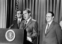 """El presidente Richard Nixon anunció una """"nueva ofensiva sin cuartel"""" contra las drogas en 1971. Las consecuencias resuenan hoy. Credit Harvey Georges/Associated Press"""