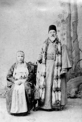 Family of Leon Levy Sa'adi a-Levi and his second wife, Esther, circa 1890s