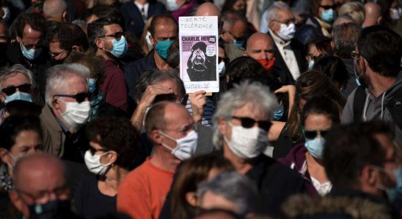 Manifestation en hommage à l'enseignant Samuel Paty, décapité par un extrémiste. Marseille, 18 octobre 2020. — © AFP