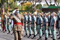El rey de España, Felipe VI, saluda a soldados durante un desfile militar en septiembre de este año. Credit Carlos Barba/EPA vía Shutterstock