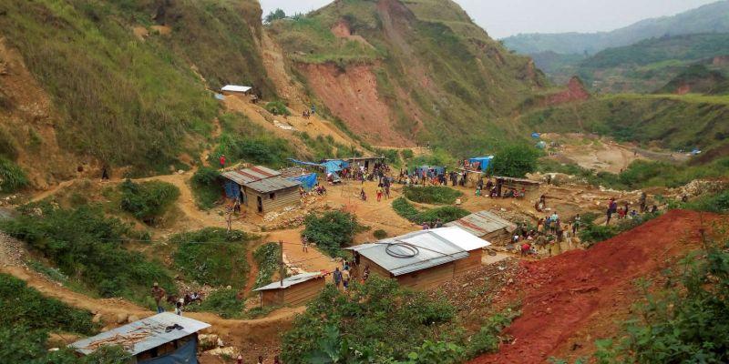 Une mine d'or artisanale près de Kamituga, dans l'est de la République démocratique du Congo, en août 2018. Djaffar Al Katanty / REUTERS