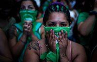 Concentración ante el Congreso argentino a la espera sobre su decisión sobre el aborto.Juan Ignacio Roncoroni / EFE