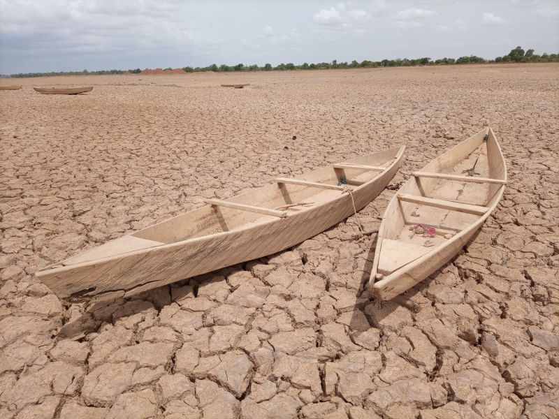 Lago seco cerca de Uagadugú, capital de Burkina Faso. YODA Adaman (Unsplash)