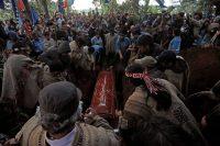 En esta foto del 17 de noviembre de 2018, familiares y amigos del joven mapuche Camilo Catrillanca lo entierran en Temuco, Chile. (AP Photo/Luis Hidalgo, File)