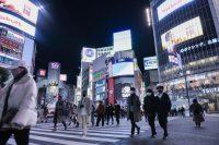 Peatones con mascarillas en el distrito de Shibuya en Tokio, el 31 de diciembre de 2020. Credit Noriko Hayashi para The New York Times