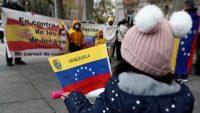 Manifestación en España a favor y en contra del régimen de Nicolás Maduro. EFE