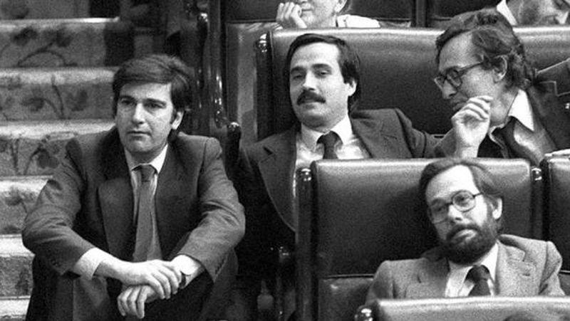 Debate de moción de censura al Gobierno en el Congreso de los Diputados presentado por los socialistas al Gobierno de Adolfo Suárez, en mayo de 1980. El diputado socialista Javier Solana, primero a la derecha. MARISA FLÓREZ