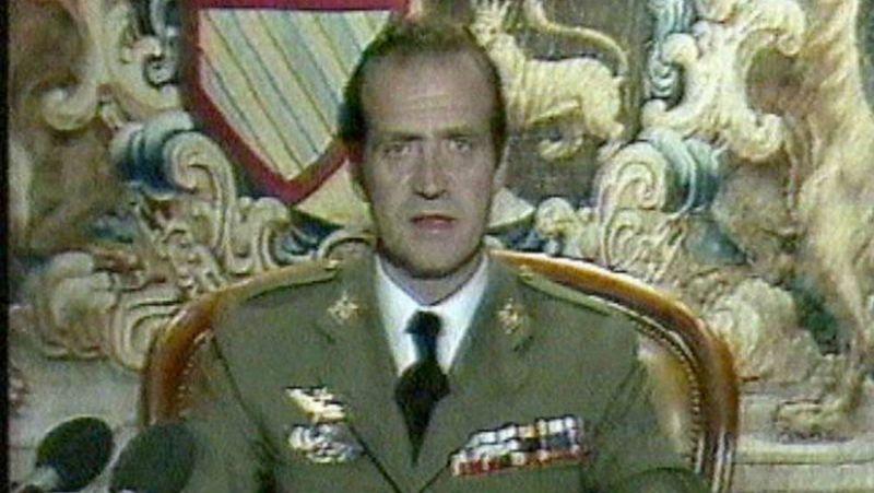 El rey Juan Carlos I, durante su discurso televisado de la noche del golpe de Estado del 23-F.