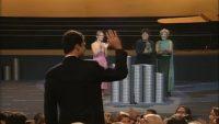 Pedro Almodóvar cantando cumpleaños feliz al actual rey Felipe VI en los Goya de 2000.