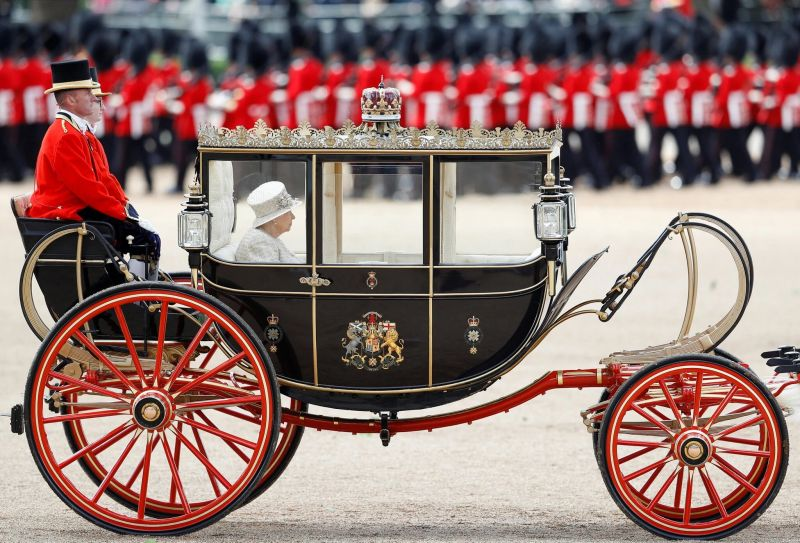 La reina Isabel de Gran Bretaña en el desfile Trooping the Color de 2019. Credit Peter Nicholls/Reuters