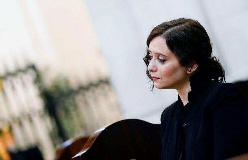 Isabel Díaz Ayuso, durante la misa por los enfermos y fallecidos en la pandemia de la covid-19, en la catedral de la Almudena de Madrid el 26 de abril.COMUNIDAD DE MADRID