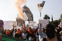 Una marcha de mujeres para protestar contra la violencia de género en México en noviembre del año pasado. Credit Mahe Elipe/Reuters