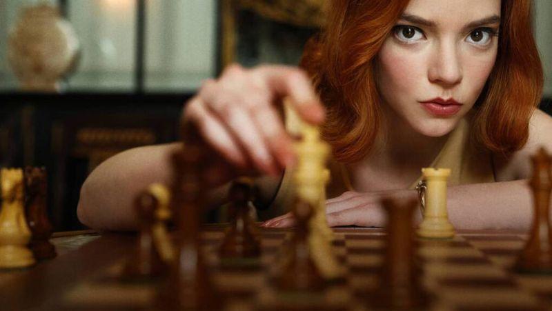 Imagen de promoción de 'Gambito de dama', la adaptación para Netflix del libro de Walter Tevis.Netflix
