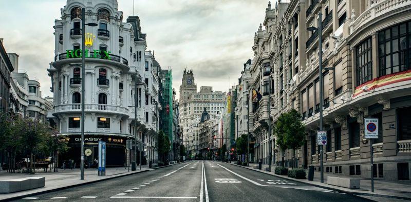 La Gran Vía madrileña, vacía durante los primeros días del estado de alarma. Shutterstock