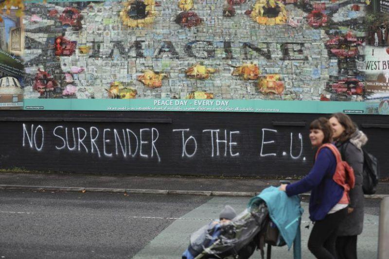 Una pintada contra la UE en Belfast, Irlanda del Norte.Peter Morrison / AP
