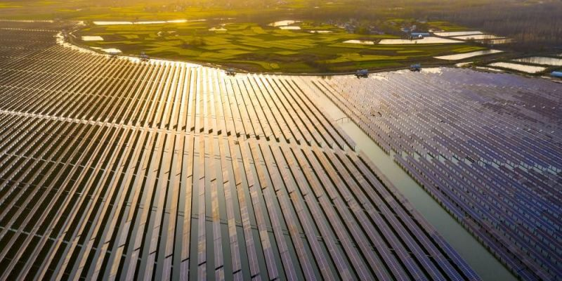 Solar panels installed atop a reservoir in Anhui, Hefei Province, China on 25 March 2021. Photo: Getty Images.